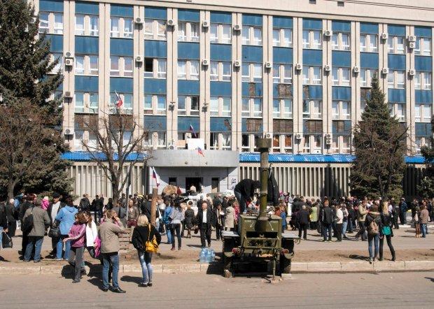 Separaty�ci w �uga�sku wzi�li zak�adnik�w i zaminowali budynek. B�jka w ukrai�skiej Radzie Najwy�szej [PODSUMOWANIE DNIA]