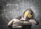 Lenistwo i sen przynosz� lepsze rezultaty, ni� intensywna nauka - twierdz� lekarze