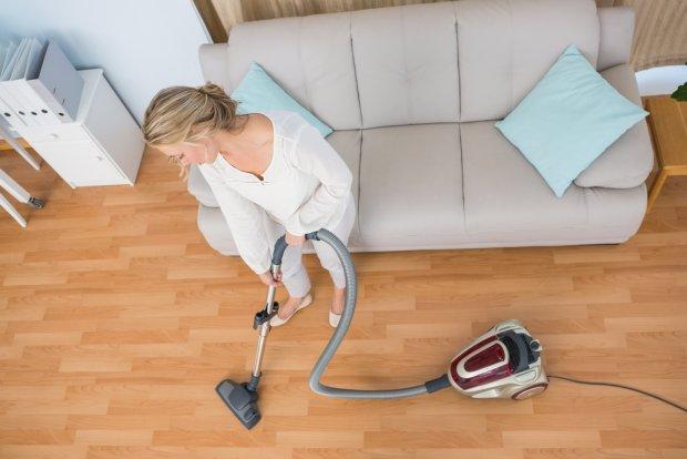 Wystarczająco Perfekcyjna Pani Domu: 7 rad, które skracają czas odkurzania