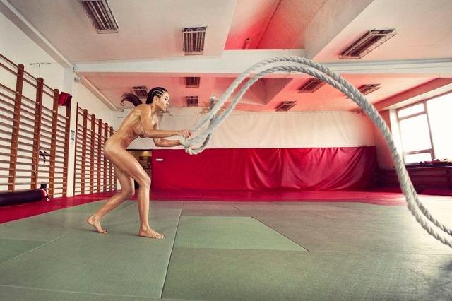 Zdjęcie numer 24 w galerii - Rozebrane atletki. Naga fotografia sportowa Dominiki Cuda