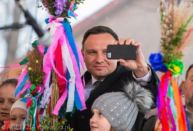 Politycy w cieniu palm: m.in. Duda i Bie�kowska pojawili si� na konkursie najwi�kszych palm wielkanocnych