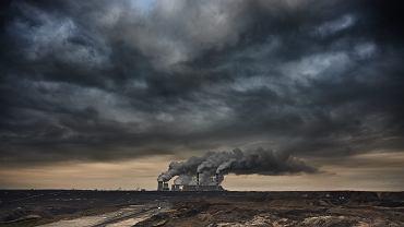 Elektrownia Bełchatów , największy na świecie zakład spalający węgiel brunatny. Kleszczów, 8 stycznia 2016