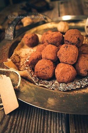 Daktylowe trufle z kakao