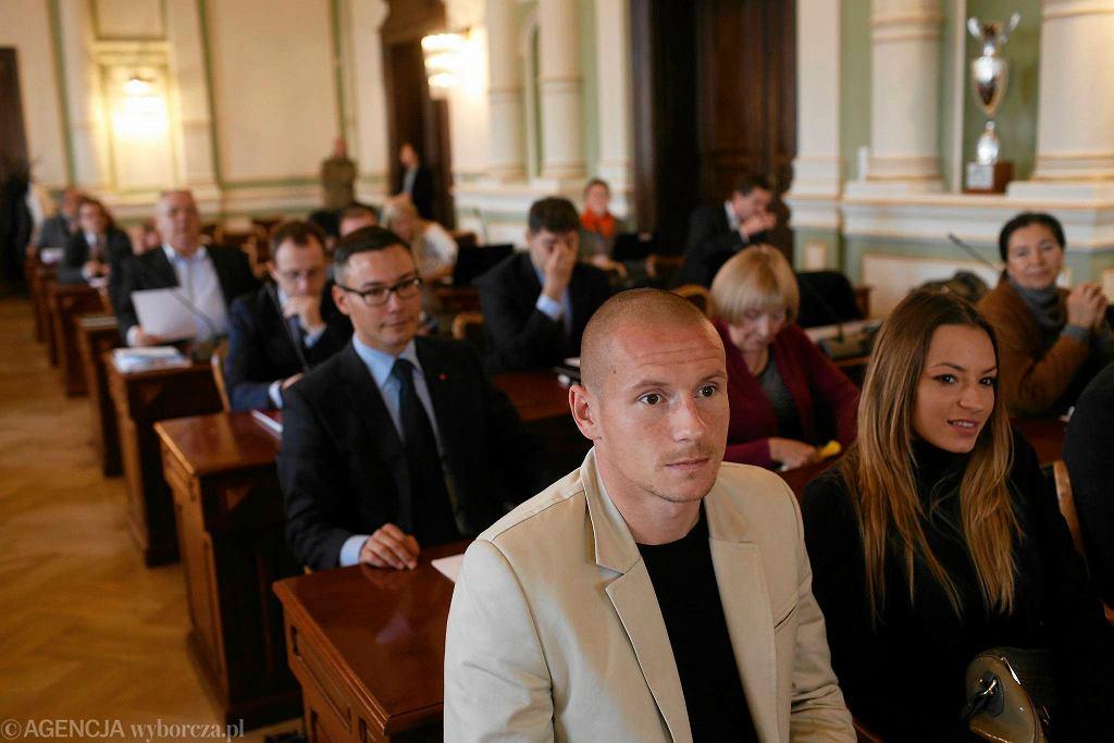 Mateusz Bąk podczas sesji Rady Miasta