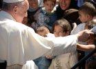 Ks. Pastwa: Franciszek na Lesbos ratuje wiarygodno�� Boga