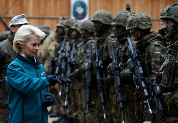 """Amerykanie i Niemcy mówią """"nie"""" bazom NATO w Polsce. Chcą odstraszać Rosję """"sprytnymi ruchami"""""""