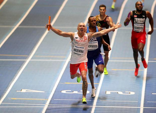 Jakub Krzewina na mecie sztafety 4x400 m