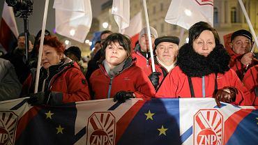 Pikieta przed Pałacem Prezydenckim przeciwko reformie edukacji