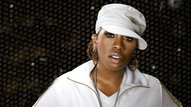"""Missy Elliott opublikowała zapowiedź singla """"WTF""""."""