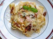 Pappardelle z suszonymi pomidorami i cukinią - ugotuj