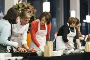 Kulinarne podr�e Ma��onek Ambasador�w z Mistrzem Kuchni Karolem Okras�