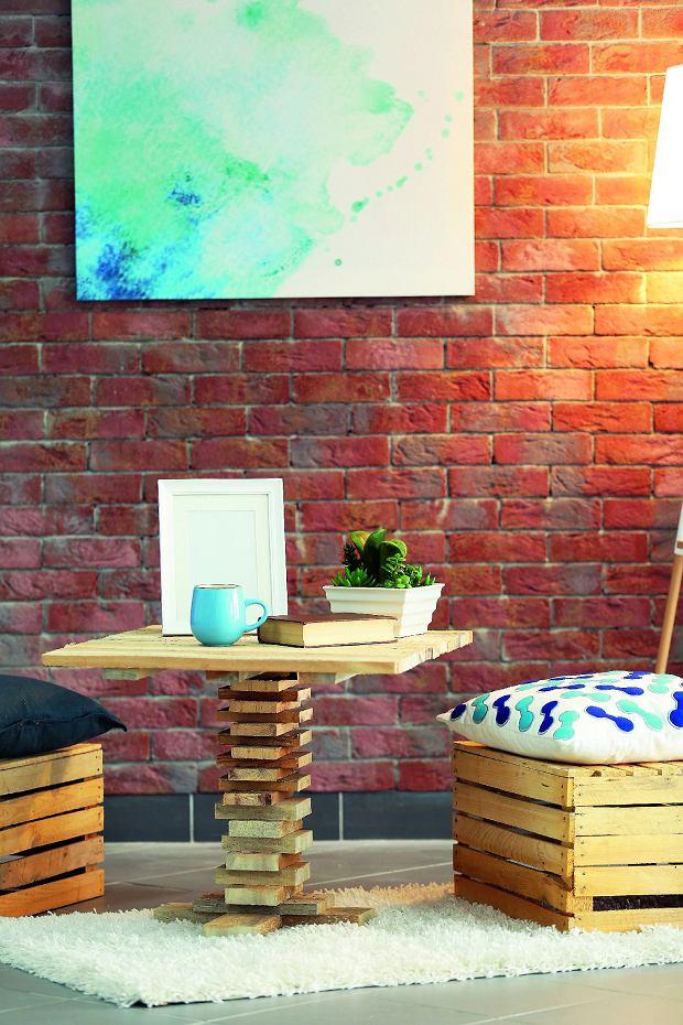 Przepis na loft idealny: cegły imeble zrecyklingu.
