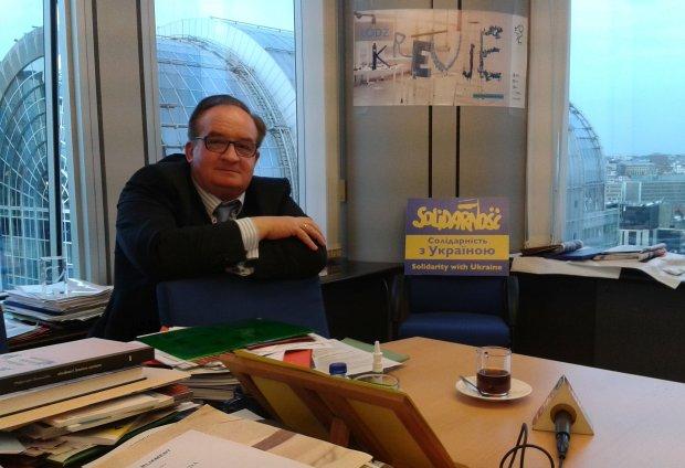 Europose� Jacek Saryusz-Wolski w swoim gabinecie