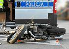Tragiczny wypadek na Bemowie. Motocykl zderzył się ze skuterem. Na miejscu był śmigłowiec