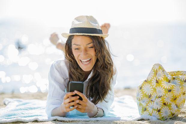 Aplikacje mobilne, które przydadzą ci się w kryzysowych momentach na wakacjach. Z nimi nic cię nie zaskoczy