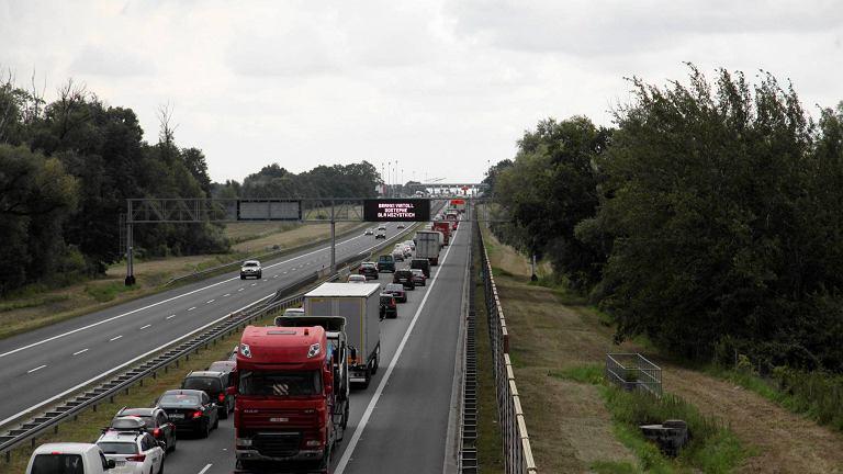 Burmistrz Kątów Wrocławskich postuluje, by na A4 na odcinku Pietrzykowice-Kostomłoty GDDKiA ograniczyła prędkość do 90 km/h i zainstalowała mierniki prędkości.