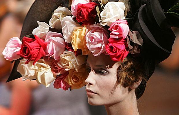 Kapelusz z kolekcji Alexandra McQueena, wiosna/lato 2007 r.