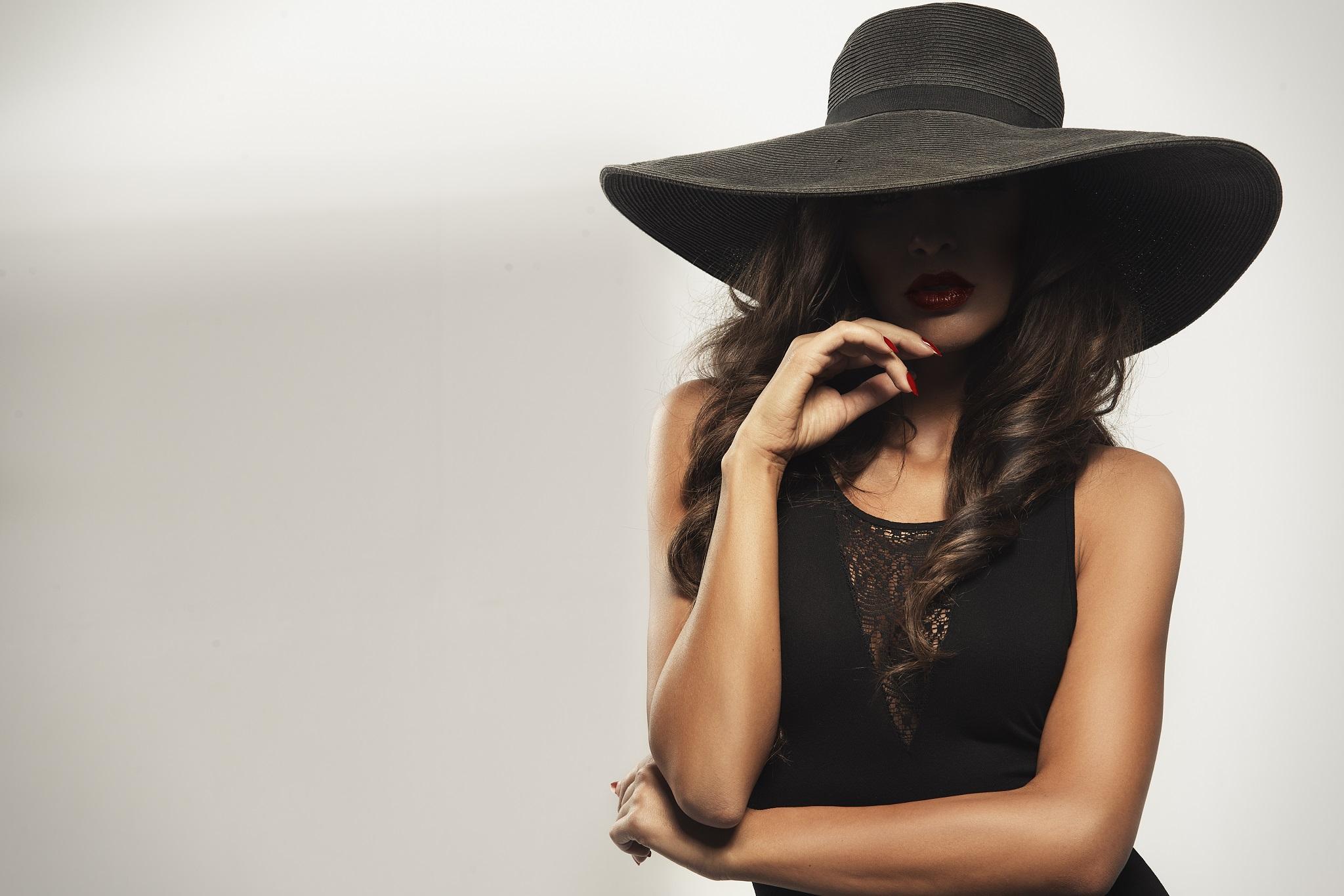 e2edd3ea0 Jak dobrać kapelusz damski? Różne fasony na różne okazje