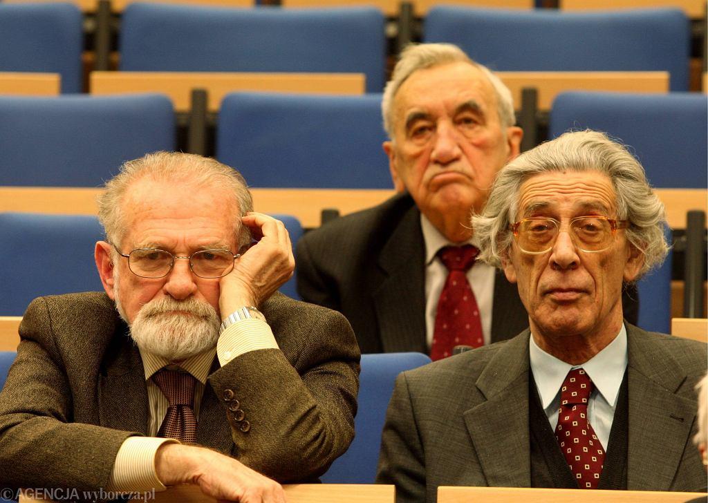 Bronisław Geremek, Tadeusz Mazowiecki, Jerzy Jedlicki. To zdjęcie zrobiono zaledwie 10 lat temu, a całkiem inna epoka...