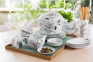 Porcelana Fyrklovern z kwiatowymi motywami
