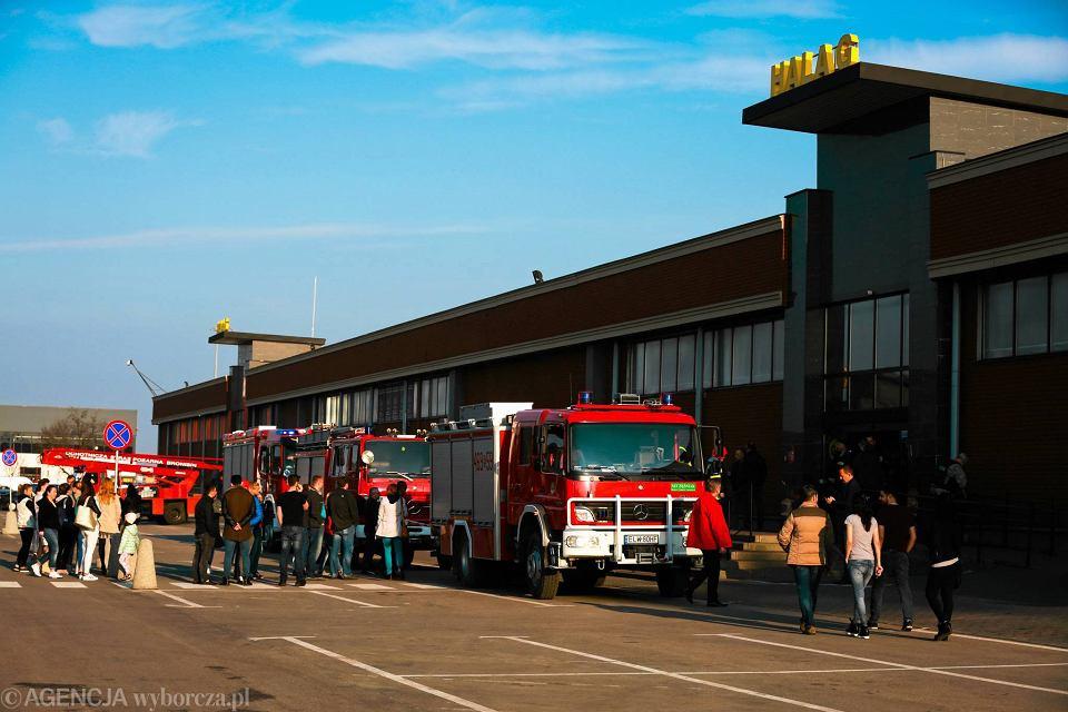 41f809c032e5d Zdjęcie numer 29 w galerii - Pożar w CH Ptak. 20 zastępów straży pożarnej w