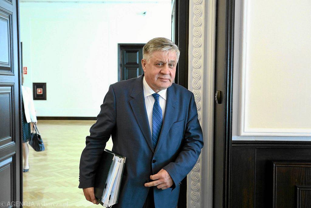 Minister rolnictwa w rządzie PiS Krzysztof Jurgiel przed posiedzeniem rady ministrów Warszawa, 16 sierpnia 2016