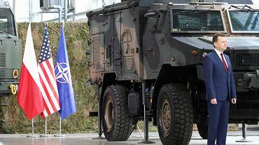 Minister obrony narodowej w rządzie PiS Mariusz Błaszczak podczas uroczystości podpisania umowy na przeciwlotnicze i przeciwrakietowe zestawy rakietowe średniego zasięgu systemu WISŁA - 1 Faza IBCS - PATRIOT. Warszawa, 28 marca 2018
