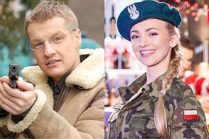 Perypetie bohaterów 'Pierwszej miłości' możemy oglądać na antenie Polsatu już od 13 lat. Przez ten czas w serialu pojawiło się mnóstwo aktorów i celebrytów mniej lub bardziej znanych. Wiedzieliście, że Rafał Mroczek wcielił się w rolę policjanta, a Barbara Kurdej-Szatan przyodziała mundur wojskowy na potrzeby tej produkcji? Kto jeszcze pojawił się w popularnym serialu? Obejrzyjcie naszą galerię. Będziecie zaskoczeni.