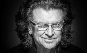 Informacja o śmierci Zbigniewa Wodeckiego pojawiła się na oficjalnej stronie artysty. Zbigniew Wodecki wyśpiewał wiele fantastycznych przebojów. To artysta rozpoznawalny dzięki głosowi, poczuciu humoru i... charakterystycznej fryzurze.