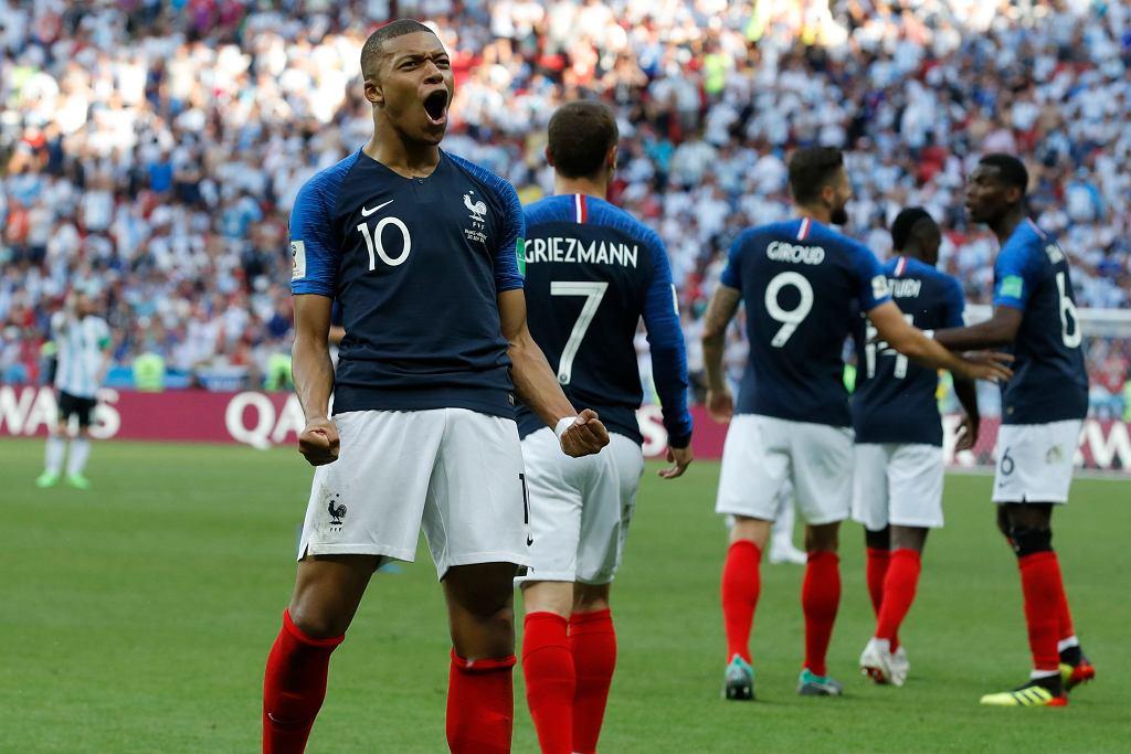 http://bi.gazeta.pl/im/3b/8b/16/z23639611IH,Soccer-WCup-France-Mbappe-vs--Henry.jpg
