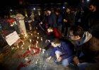Mieszkańcy Stambułu składają kwiaty na placu Sultanahmet