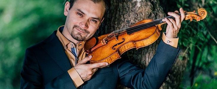 Janusz Wawrowski ze swoim Stradivariusem z 1685 roku / Marcin Oliva Soto
