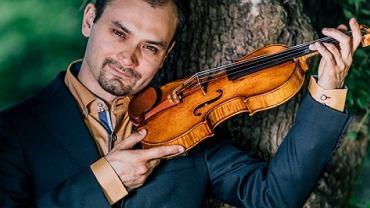 Janusz Wawrowski ze swoim Stradivariusem z 1685 roku
