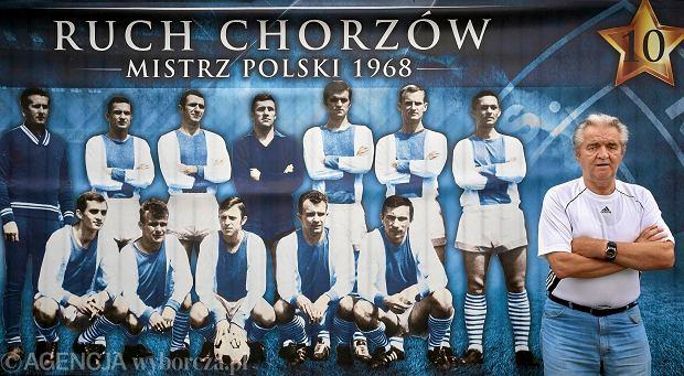 f8c925f68 Józef Janduda. Za nim plakat mistrzów Polski z 1968 roku z nim w składzie