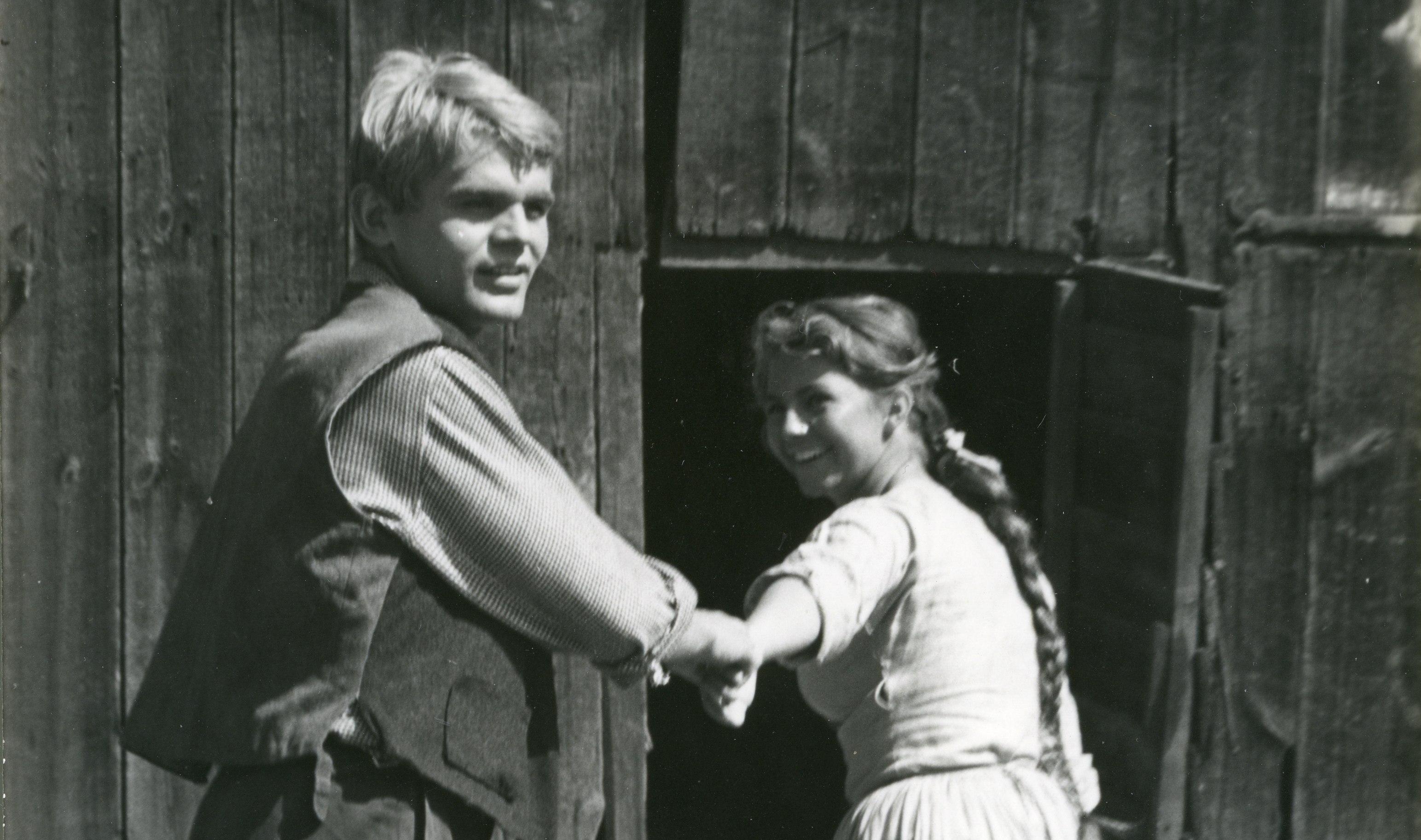 Witia i Jadźka idą do stodoły (fot. Julian Magda / archiwum prywatne Sylwestra Chęcińskiego)