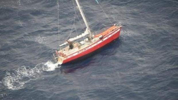 """Finał rejsu Polaka dookoła świata. Jacht porzucony na Pacyfiku. Żeglarz """"nie rozumiał powagi sytuacji"""""""