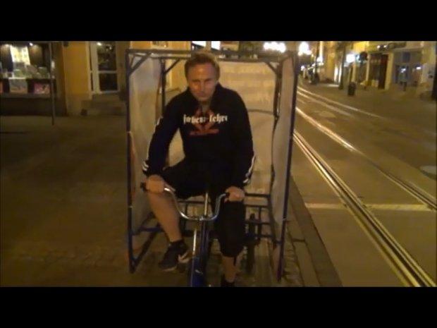 """Reporterzy """"Wyborczej"""" uratowali rower europos�a [WIDEO]"""