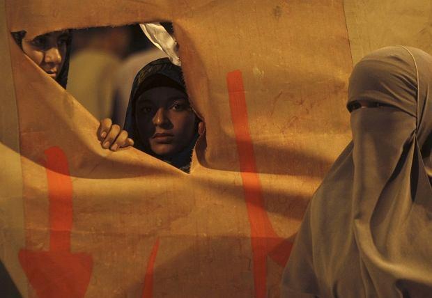 Ubogie egipskie rodziny sprzedaj� swoje c�rki pod przykrywk� ma��e�stw