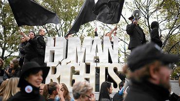 Demonstracja przeciw zaostrzeniu ustawy aborcyjnej przed Sejmem, sobota 1 października