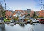 Po�o�one w �rodku Jutlandii Silkebor to urokliwe miasteczko, z r�wnie ciekaw� okolic�. Mo�na sp�dzi� tu tydzie� w gospodarstwie agroturystycznym, k�pa� si� w okolicznych jeziorach, da� z siebie wszystko na d�ugiej trasie rowerowej ci�gn�cej si� wzd�u� pobliskich wiosek. Co roku w Silkebourg odbywa si� festiwal jazzowy, Hede Rytmer- czyli festiwal muzyki rock i pop oraz imprezy z fajerwerkami.