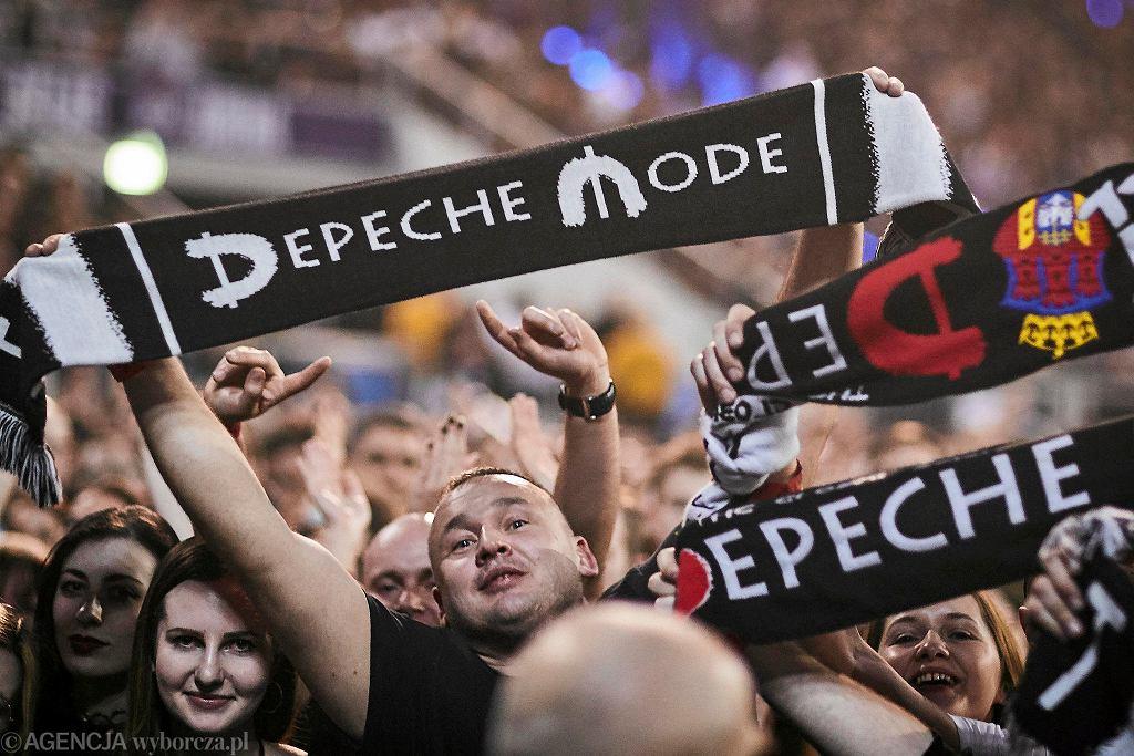 Fani podczas koncertu Depeche Mode w Atlas Arena Łódź 2018r. / Fot. Tomasz Stańczak / Agencja Gazeta