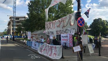 Miasteczko Obywatele Solidarnie w Akcji przed Sejmem
