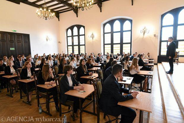 Matura 2018. Egzamin z WOS-u na poziomie podstawowym mogą zdawać tylko ci, którzy piszą 'starą maturę'.