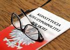 W kilkunastu miastach czytamy dzi� Konstytucj� III RP
