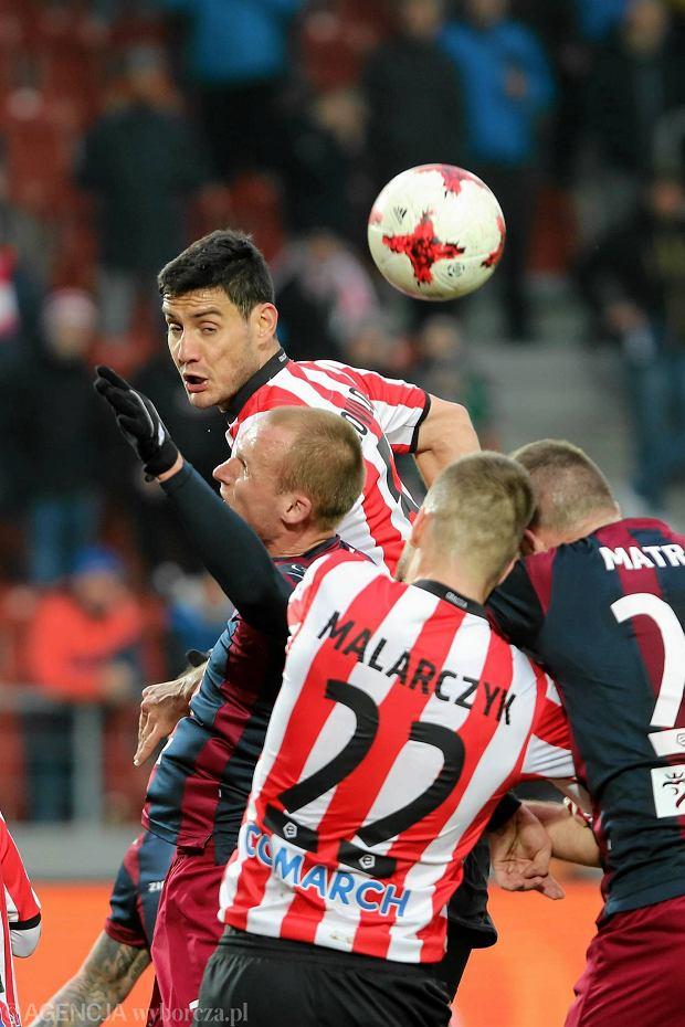Zdjęcie numer 3 w galerii - Ekstraklasa. Fatalna informacja dla Cracovii. Poważna kontuzja głowy Miroslava Covilo