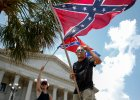 USA. Starcia cz�onk�w Ku-Klux-Klanu i Czarnych Panter. S� aresztowani i ranni