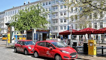 Samochodowe Veturilo w Warszawie. Warszawa przoduje w Europie pod względem liczby zarejestrowanych samochodów. Mamy już ich ponad 600 na tysiąc mieszkańców. Na zdjęciu samochody car-sharingu w Lipsku