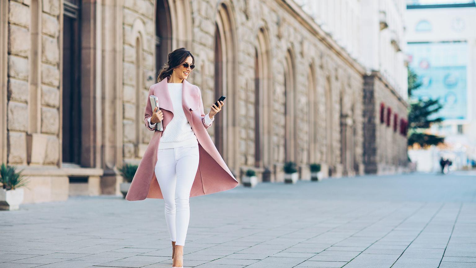 3d97135dd6 Jak ubrać się na Komunię Świętą - propozycje stylizacji dla kobiet w każdym  wieku