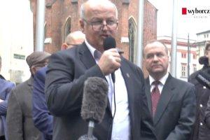 Protest pod magistratem przeciwko bezmy�lnej zabudowie miasta