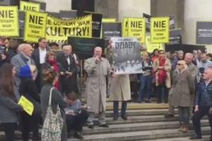 """""""Nie oddamy wam kultury!"""". Artyści protestowali pod Pałacem Kultury, wśród nich: Janda, Bosak, Bluszcz"""